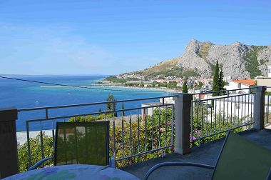 Apartamenty Iva - with beautiful view: A1(4+1) Omis - Riwiera Omis