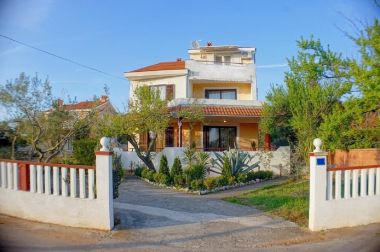 Apartamenty MiMa - 150 m from the beach: A1(2+2), A3(5+1), A2(2+2) Susica - Wyspa Ugljan